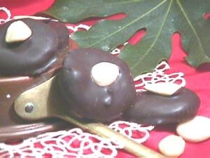 Schiacciatine ricoperte di cioccolato fondente